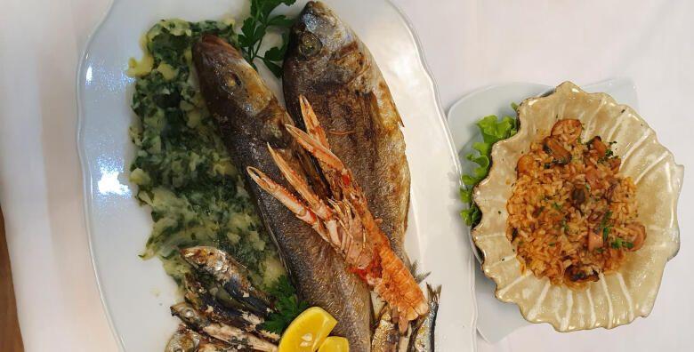 RIBLJA PLATA ZA DVOJE  orada brancin skampi lignje i srdele s trijestinom na zaru rizoto s plodovima mora i blitva na istarski u Restoranu Casablanca za 195 kn