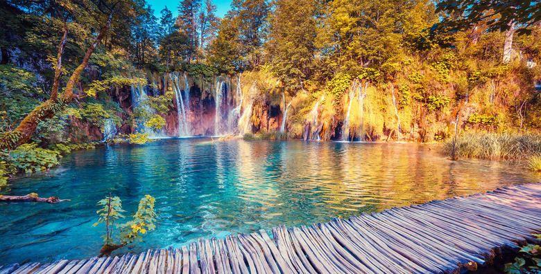 PLITVICKA JEZERA  posjetite najpoznatiji hrvatski nacionalni park i uzivajte u caroliji kristalno bistrih plavo zelenih jezera za 149 kn